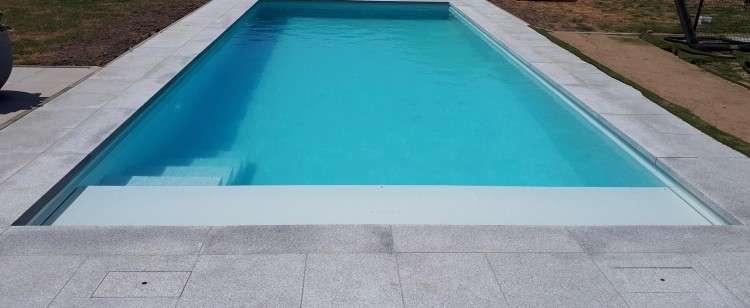 Natuurstenen zwembadranden